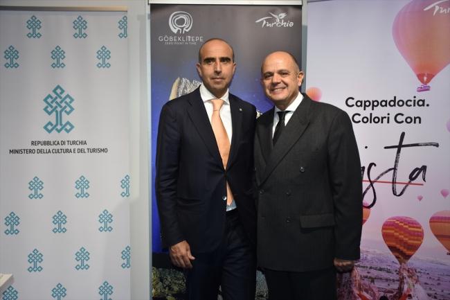 Fuara katılan Türkiye'nin Roma Büyükelçisi Murat Salim Esenli, Türkiye standında BMTA Direktörü Ugo Picarelli ile bir araya geldi. AA