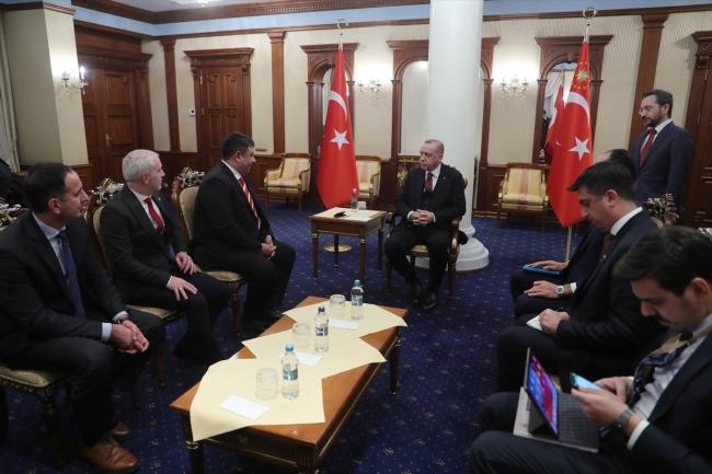 Cumhurbaşkanı Erdoğan, Kiev'de yaşayan Ahıska Türkleri'ni kabul etti. Fotoğraf: AA