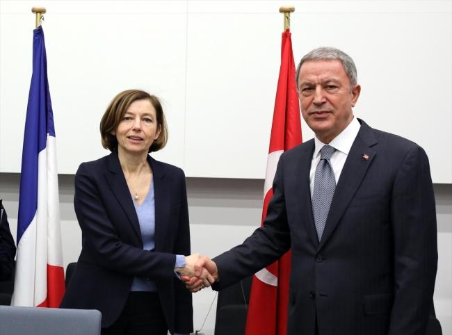 Milli Savunma Bakanı Hulusi Akar, Fransa Savunma Bakanı Florence Parly ile de görüştü. Fotoğraf: AA
