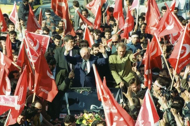 [İzmir 26 Mart 1994 - Fotoğraf: AA]