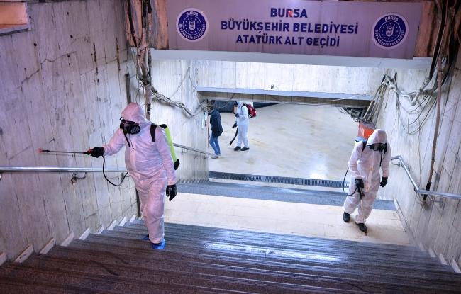 Vatandaşların yoğun olarak kullandığı alt geçitler dezenfekte edildi - Fotoğraf: AA