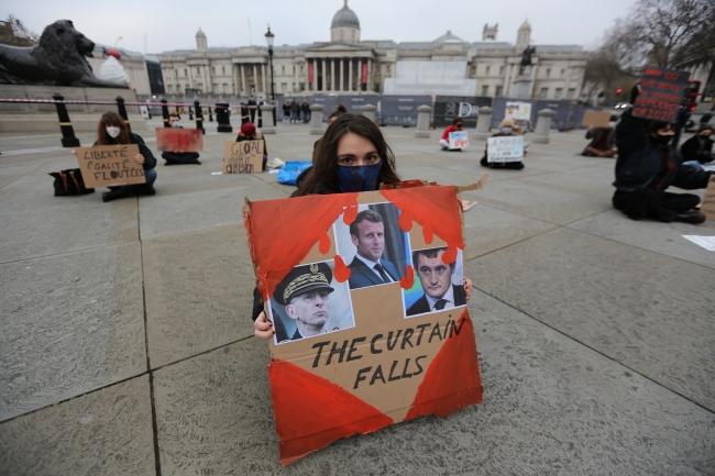 Fransa'daki güvenlik yasa tasarısı ve polis şiddeti İngiltere'de protesto edildi