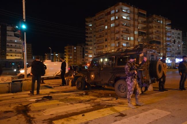 Mersin'de özel harekat polislerini taşıyan araç ile otomobil çarpıştı: 6 yaralı