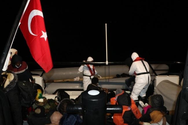 Botları batan sığınmacıları Sahil Güvenlik kurtardı