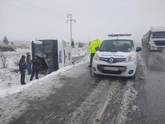 Konya'da 2 tur otobüsü şarampole devrildi: 1 ölü, 46 yaralı