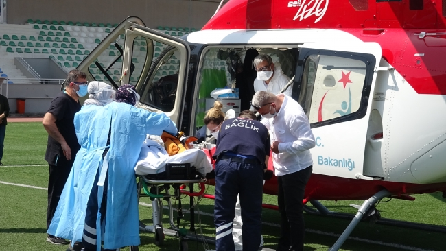 Ambulans helikopter koronavirüs hastası kadın için havalandı