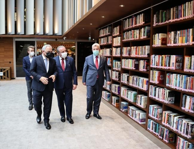 TBMM Başkanı Şentop, İbnülemin Mahmud Kemal İnal anısına düzenlenen sergiyi gezdi