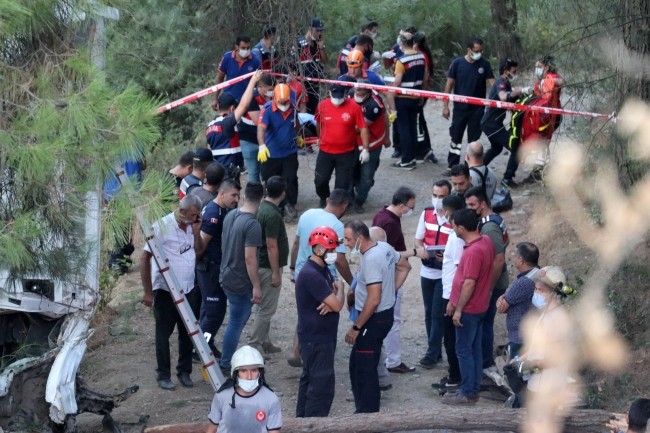 İzmir'de minibüs kazası: 8 ölü, 9 yaralı