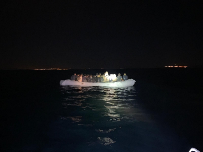 Van Gölü'nde 60 sığınmacı yakalandı