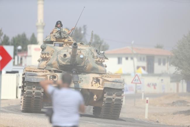Fırat Kalkanı Harekatı zırhlı araç takviyesi... Fotoğraf: AA