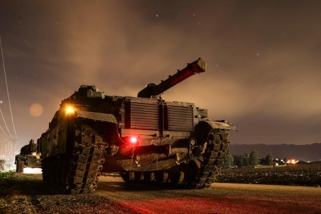 Türk obüs ve tanklarının namluları teröristlerin üzerinde... Fotoğraf: AA
