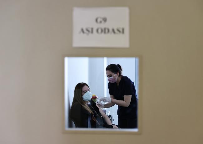 Hastanelerde ve aile sağlığı merkezilerinde covid aşısı yapılabiliyor. Foto: AA