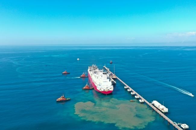 Türk Denizcilik Sicili'ne kayıtlı ilk yüzer LNG depolama ve gazlaştırma gemisi (FSRU) Ertuğrul Gazi, 22 Nİsan'da Hatay'ın Dörtyol ilçesine ulaştı.
