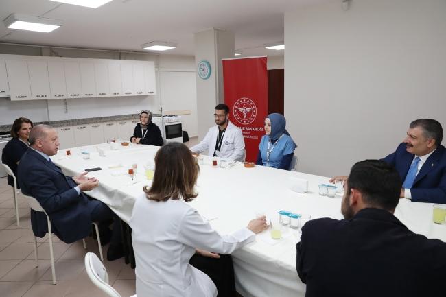 Cumhurbaşkanı Erdoğan sağlıkçılarla iftar yaptı