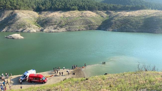 Baraj gölüne giren aynı aileden 5 kişi kayıp