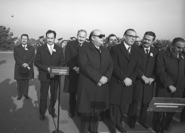 Asiltürk (2. sıra solda), 10 Kasım 1973'te Atatürk'ün 35. ölüm yıl dönümü nedeniyle düzenlenen törene katıldı. Törende AP Genel Başkanı Süleyman Demirel (önde solda), MGP Genel Başkanı Turhan Feyzioğlu (önde sol 2), İsmet Sezgin (önde sağ 2), MHP Genel Başkanı Alparslan Türkeş (önde sağda), MSP Genel Başkanı Necmettin Erbakan (2. sıra sol 2) da katıldı. (AA-Arşiv)