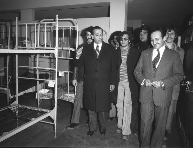 Dönemin İçişleri Bakanı Asiltürk, 28 Şubat 1974'te Gençlik ve Spor Bakanı Muslihittin Yılmaz Mete (solda) ile incelemelerde bulundu. (AA-Arşiv)