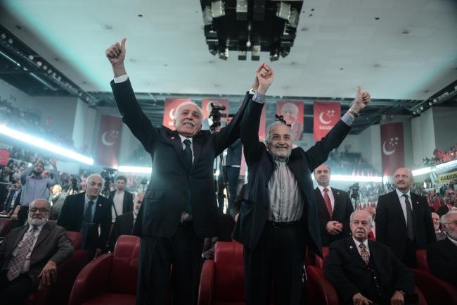 Saadet Partisi Yüksek İstişare Kurulu (YİK) Başkanı Asiltürk (sağda), 4 Ekim 2015'te Saadet Partisi Genel Başkanı Mustafa Kamalak (solda) ile partisinin milletvekili aday tanıtım toplantısına katıldı. (AA-Arşiv)