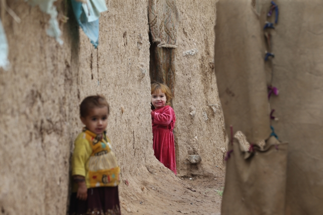 Afgan mülteciler her yağmurda evlerini yeniden yapıyor. Fotoğraf: AA