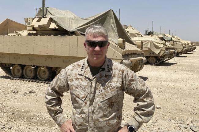 ABD Merkez Kuvvetleri Komutanı General Frank McKenzie 21 Mayıs'ta Suriye'yi ziyaret etmiş, terör örgütü PKK'nın Suriye kolu YPG'nin sorumlularıyla görüşerek gönderdikleri zırhlı Bradley araçları arkasına alıp poz vermişti. Fotoğraf: AP