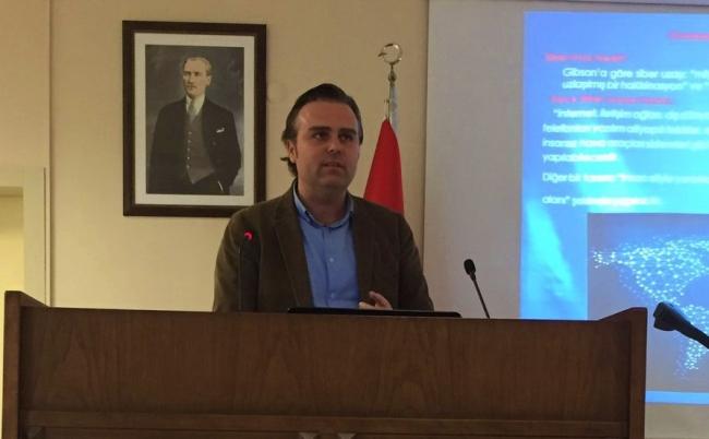 Bursa Teknik Üniversitesi Uluslararası İlişkiler ve Siyaset Bilimi Bölümü Öğretim Üyesi Doç. Dr. Ali Burak Darıcılı.