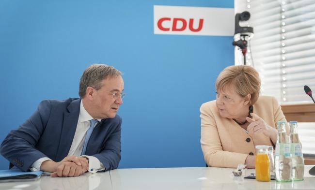 Merkel ile CDU'nun yeni Başkanı Armin Laschet. Fotoğraf: AP