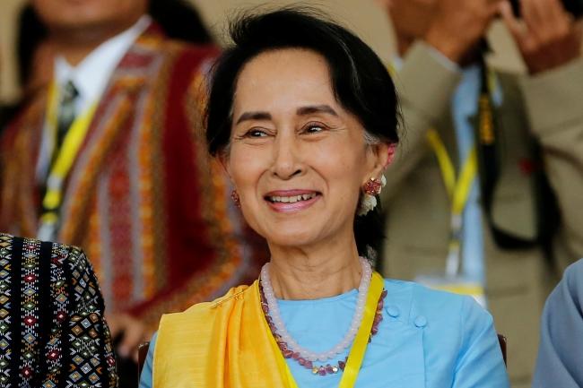 Aung San Suu Çii'nin lideri olduğu NLD partisi seçimlerde büyük bir zafer yakaladı. Ancak mecliste askeri yönetimin etkisi devam etti. Fotoğraf: Reuters
