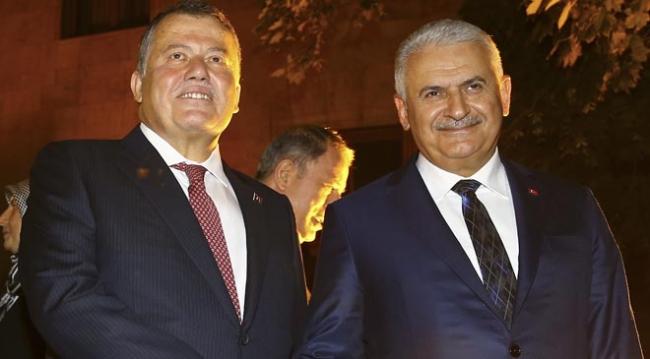 Yargıtay başkanı İsmail Rüştü Cirit (solda), yeni Adli Yıl Açılışı dolayısıyla tbmm Havuzlu Bahçe'de resepsiyon verdi. Resepsiyona, Başbakan Binali Yıldırım da katıldı.
