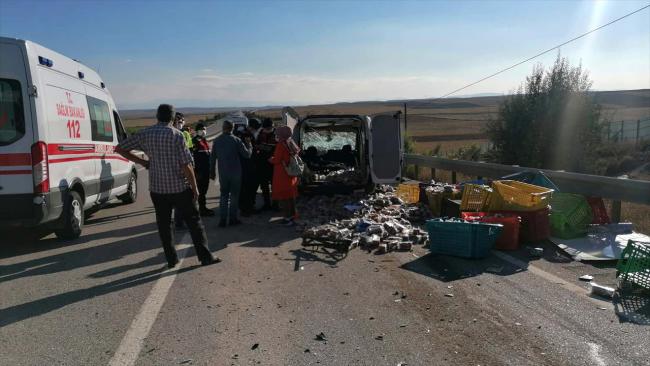 Eskişehir'de iki ticari araç çarpıştı: 2 ölü, 2 yaralı