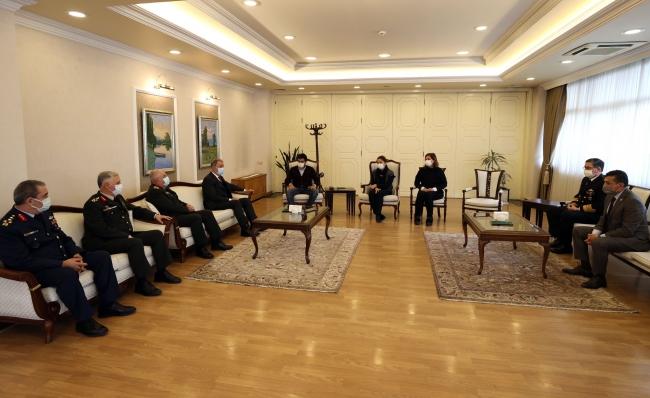 Bakan Akar ve TSK komuta kademesinden şehit ailelerine ziyaret