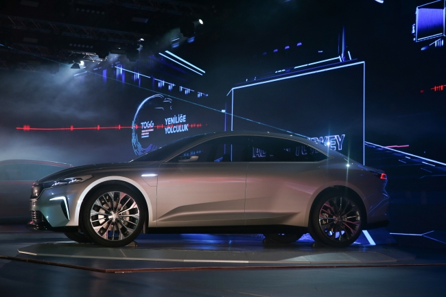 yerli elektrikli otomobil sedan modeli resimler