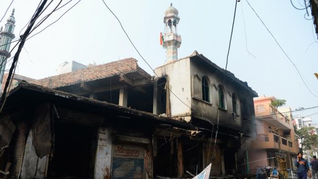 Yeni Delhi'nin Aşok Nagar bölgesinde Hinduların saldırısına hedef olan cami. Fotoğraf: AFP