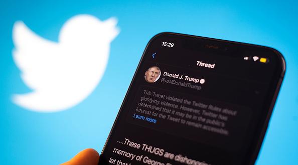 Twitter, geçen hafta Trump'ın tweet'lerini 'teyite muhtaç' ve 'şiddeti yücelten içerik' olarak etiketledi. Fotoğraf: Getty