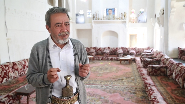 Abdulvahap Kadi, eski evlerin mütevazılık dolu olduğunu savunuyor. Fotoğraf: TRT Arabi