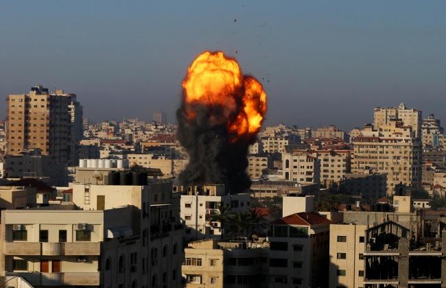 Fotoğraf: İsrail, Gazze'deki ''Hükümete ait Ensar kompleksi'' binasını vurdu (AA)
