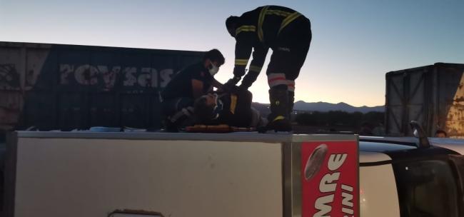 Afyonkarahisar'da yük treni kamyonete çarptı: 1 yaralı