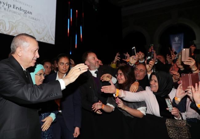 Türkiye Cumhurbaşkanı Recep Tayyip Erdoğan, Old Billingsgate binasında Türk vatandaşlarıyla bir araya geldi. Fotoğraf: AA
