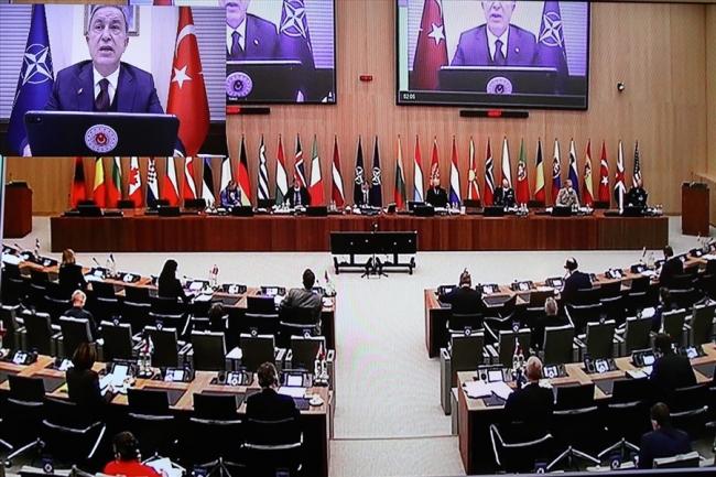 Bakan Akar: NATO'da terörle mücadelede birlik içinde hareket etmenin altını çizdik
