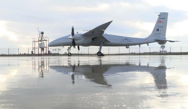 AKINCI'nın gelecek yıllarda insanlı savaş uçaklarıyla ortak görevler icra edebilmesi bekleniyor.