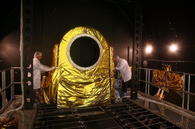 TUSAŞ bünyesinde kurulan Türkiye'nin ilk Uzay Sistemleri Entegrasyon ve Test Merkezinde çalışmalar devam ediyor. Foto: AA