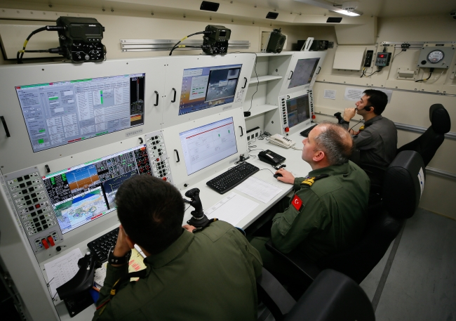 Türkiye, düzenlediği operasyonlarda insansız hava unsurlarının diğer harp güçleriyle eş zamanlı hareket edebilmesi noktasında son derece başarılı bir süreç yürütüyor. Foto: AA