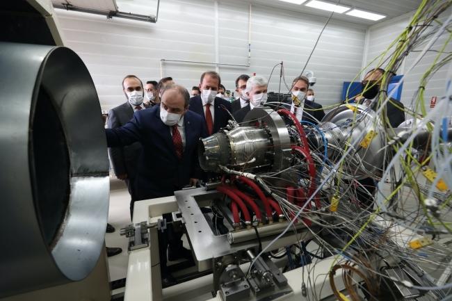 ürkiye'nin orta menzilli ilk yerli füze motoru (TEI-TJ300), Eskişehir'de Sanayi ve Teknoloji Bakanı Mustafa Varank'ın da katıldığı törende test edildi. Foto: AA