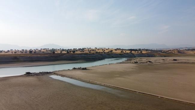 Baraj suları çekildi, köy sakinlerinin hatıraları canlandı
