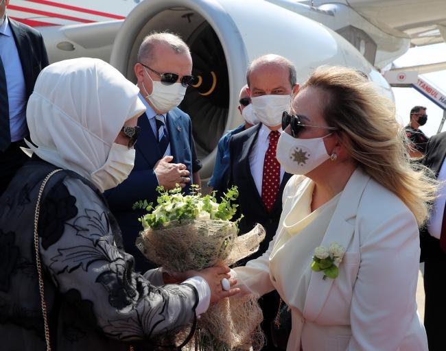 Cumhurbaşkanı Erdoğan'a KKTC'de coşkulu karşılama