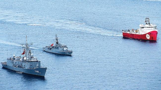 Türkiye, Doğu Akdeniz'deki sondaj gemilerini donanma unsurlarıyla da destekledi.