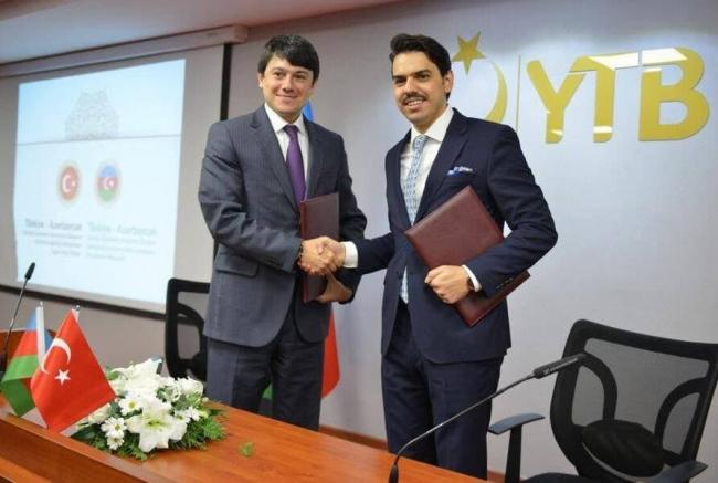 YTB Başkanı Abdullah Eren (sağda) ve Azerbaycan Diasporası Devlet Komitesi Başkanı Fuad Muradov