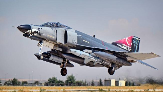 F-4 uçakları Türkiye'nin terörle mücadelesinde önemli görevler üstleniyor. Foto: Sıtkı Atasoy.