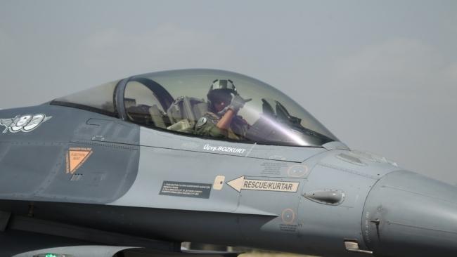 Açık deniz eğitiminde uçar ve yüzer unsurlar ortak harekat icra etti. Foto: AA