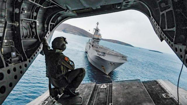 Uzmanlar, Türk tipi hücumbotlar ve ULAQ gibi sistemlerin Yunanistan'ı Ege'de zora sokacağı görüşünde.