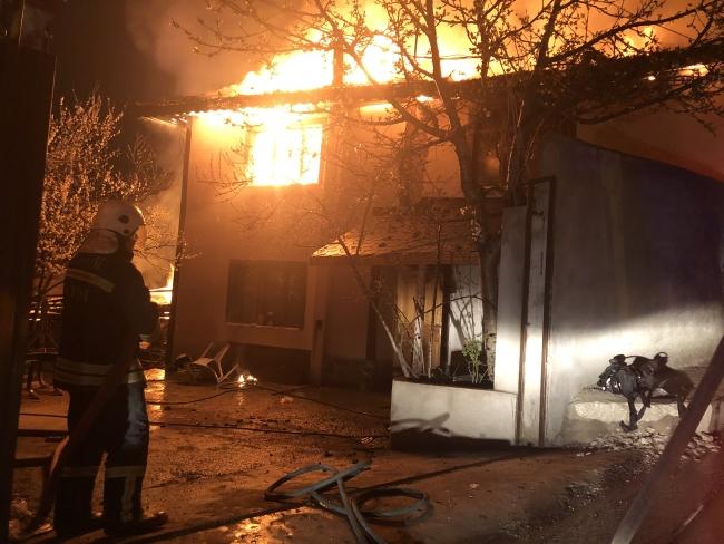 Kastamonu'da 4 ev alevlere teslim oldu